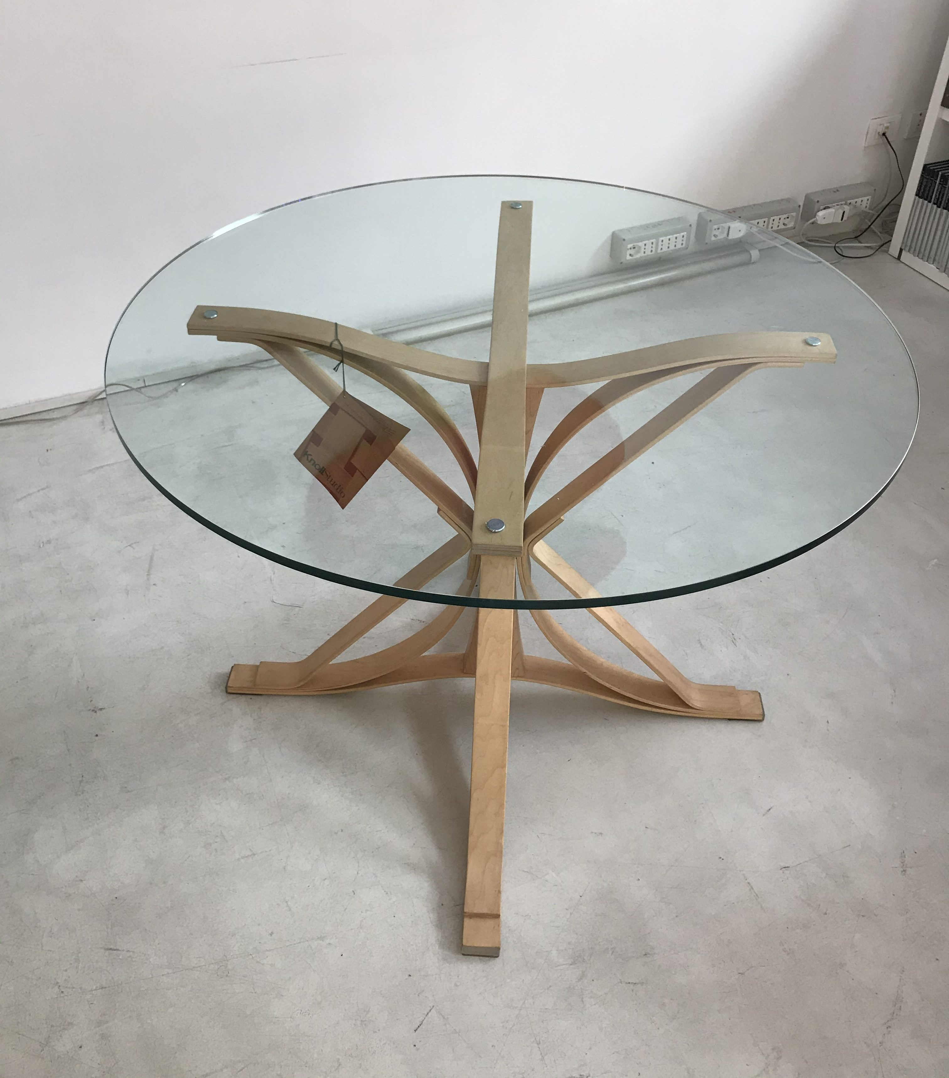 FACE OFF TABLE design Frank Gehry original Knoll