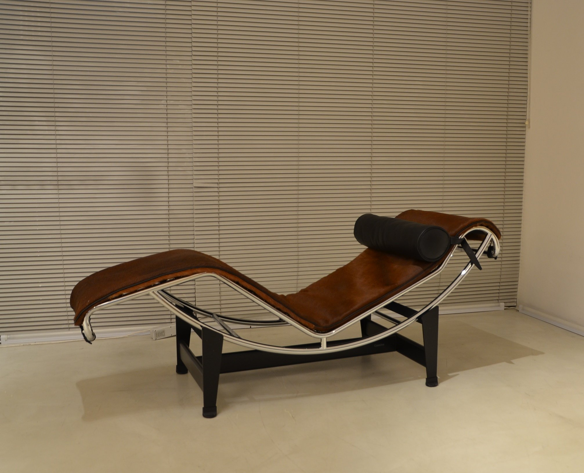 chaise longue LC4 design Le Corbusier Original Cassina icon made in Italy